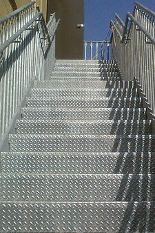 Diamond plate treads in outdoor application